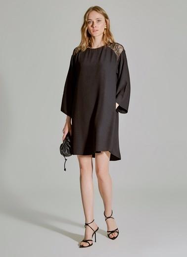 People By Fabrika Omuzları Dantel Detaylı Elbise Siyah